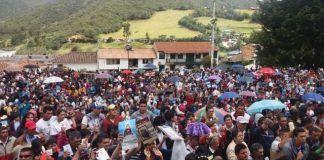 Procesión en Tutazá en honor a la Virgen del Rosario