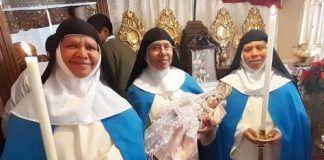 Concepcionistas con la imagen de la Divina Infanta