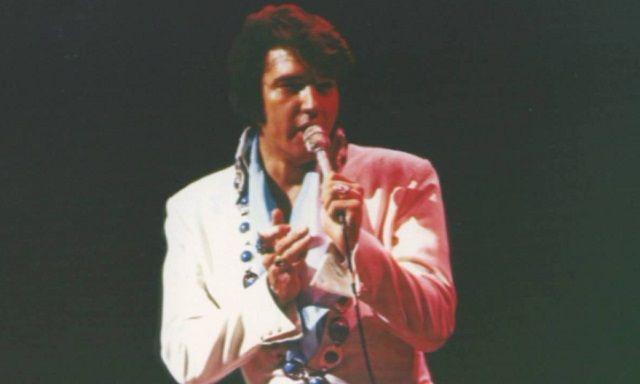 Elvis Presley, en uno de sus conciertos