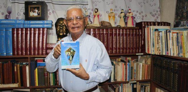 Francisco Arellano, lingüista reconocido de primer nivel... y ahora poeta de la Virgen