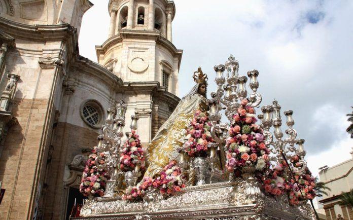 La Virgen del Rosario en Cádiz, ciudad a la que ha protegdio de pestes y maremotos