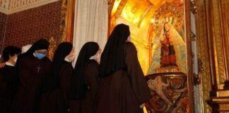Carmelitas Samaritanas con la Virgen de Henar - foto de Nuria Pascual en EsCuellar.es