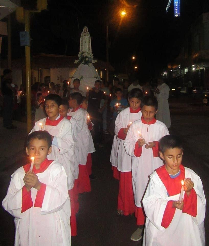 Procesión con los niños del Hogar Nazaret