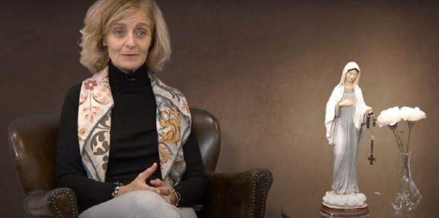Paula explica su deseo de animar a muchos a orar por los difuntos