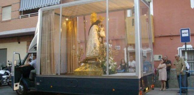 El Maremóvil lleva a la Virgen de los Desamparados por las calles de Valencia