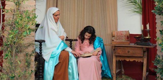 Una recreación clásica de Santa Ana enseñando a la Virgen Niña