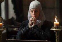 Isabel la Católica rezando, según la teleserie de RTVE
